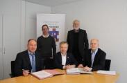 Den Vertrag unterzeichneten Bürgermeister Otto Neuhoff, Betriebsleiter Bad Honnefer Bäder Hans-Joachim Lampe-Booms, BHAG-Vorstand Mathias Eik und BHAG-Projektleiter Axel Gerhartz.