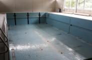 Baustand: 20. August 2019. Der alte Hubboden wurde für die BHB kostenneutral ausgebaut und abtransportiert. Er wartet nun beim ehemaligen Hersteller auf ein zweites Leben in einem anderen Bad. Gelebte Ressourcenschonung!