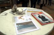 Der Inhalt der Zeitkapsel: Zeitungen, Münzen, Plan und Schreiben der Theodor-Weinz-Schule